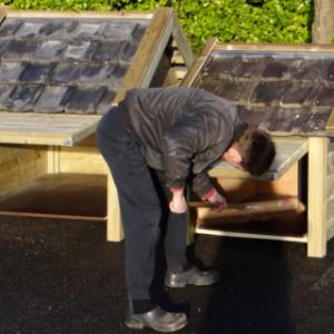 Hondenhok Snuf en hondenhok Reno: eenvoudig schoonmaken door het praktische luik aan de zijkant van het hok.