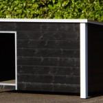 Geisoleerd, Geimpregneerd, kunststof voetjes, Betonplex dak en bodem, tochtschot, aluminium randen, zwart-wit, multiplex binnenkant, scharnierdak, draaibaar tochtschot.