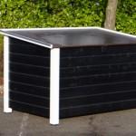 Geïsoleerd hondenhok met plat dak