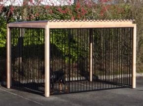 Hondenren FLINQ zwart met dak en Douglas houtkader 318x218cm