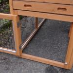 ruime deur in onderren konijnenhok