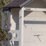 Vogelkooi Sara met diverse handige deurtjes