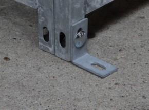 Hoekijzer vloerbevestiging met bout en plug 50x50x25 mm