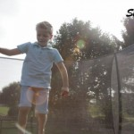 Exit trampoline silhouette met safetynet