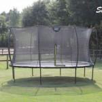 Exit trampoline silhouette met veiligheidsnet