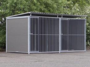 Dubbele hondenkennel Ferm 4x2m, met dak en WPC-panelen