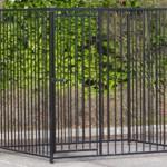 Zwarte hondenren 1.5x2m met deur links.