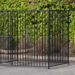 Zwarte hondenren met spijlenpanelen 2x1,5m