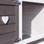 Stevige deursluiting konijnenhok