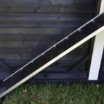 Kippenhok Supreme zwart/wit: de loopplank is gemaakt van aluminium en hout, en kan eenvoudig weg genomen worden.