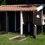 De lade en zitstokken van kippenhok Supreme kunnen eruit, zodat u zelfs in het nachthok en de ren kunt lopen!