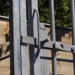 Hondenkennel FERM met deurklink en mogelijkheid voor een hangslot