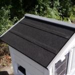 Konijnenhok met dakleer dak