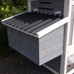 Kippenhok Budget White-Grey met kunststof dak en legnest