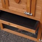 Konijnenhok Budget met kunststof dak heeft een handige schuiflade