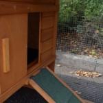 Konijnenhok Budget met kunststof dak, met afsluitbare konijnenren (schuifdeur open)