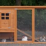 Houten konijnenhok met ren