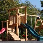 Prachtige speeltuin voor uren speelplezier en avontuur.