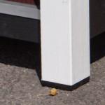Poten zijn voorzien van kunststof bescherm blokjes aan de onderkant.