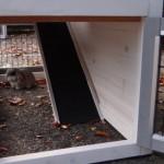 De onderren en loopplank van Konijnenhok Regular Small white-grey