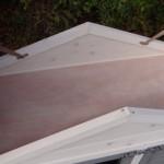 Onder het dak van konijnenhok Regular Small white-grey zit nog een handige bergzolder.