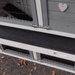 De kunststof schuiflade van konijnenhok Regular Small white-grey