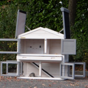 Konijnenhok Regular Small is een konijnenhok met heel veel ruime deuren