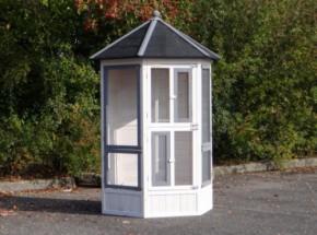 Voliere Vogelkooi Hannah White-Grey, een houten, zeshoekige volière voor buiten, afm. 127x187cm