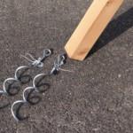 Spiraal grondankers voor schommel in Douglas hout