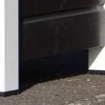 Pootjes hondenhok met kunststof blokken