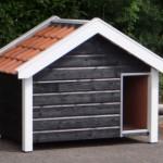Hondenhok Snuf zeer duurzaam met dakpannen