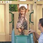 Openbaar speeltoestel met glijbaan
