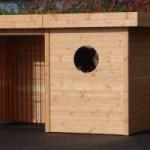 Houten hondenren met dak