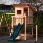Compact speelhuisje met uitbreidingen.
