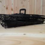 Zwarte, inklapbare hondenbench 48cm, met praktisch handvat.