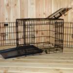 Zwarte hondenbench, stevige uitvoering, met 3 deuren en kunststof schuiflade, afmeting 63x45x52cm