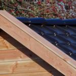 Hoogwaardig dak met keramische dakpannen, zwart geglazuurd.