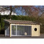 Sterke hondenkennel met keramische dakpannen
