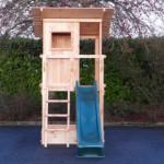 Speeltoren Beach Hut is een houten speeltoren met 3 openingen