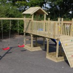 Speeltoestel Joas - Groot speeltoestel met schommels, glijbaan, klimwand en loopbrug